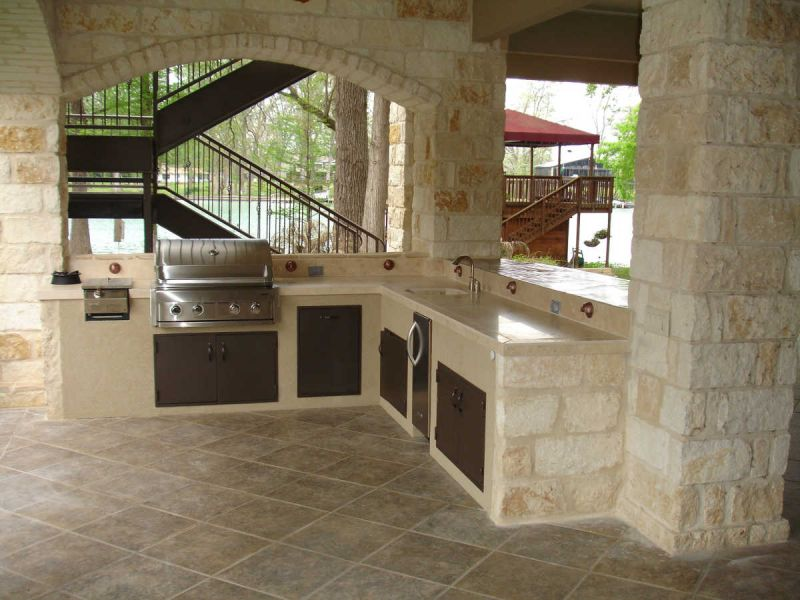 3 BENEFITS OF BUILDING AN OUTDOOR KITCHEN